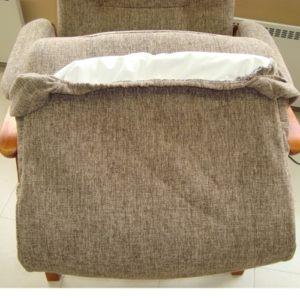 Istuinsuoja Kippis-tuoleihin samasta kankaasta kuin tuoli ja inkontinenssipäällisellä.