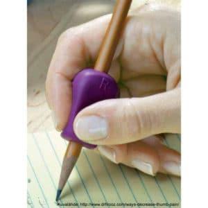 Kirjoitustuki pehmeää kumia, joka ohjaa sormia oikeaan kynän pitämisasentoon.