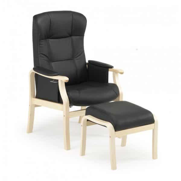 Nojatuoli Kippis on ryhdikäs ja tukeva tuoli istua. Mahdollisuus sopivaan istuinkorkeuteen ja muotoillut tyynyt takaavat hyvän istuma-asennon. Käsin säädettävä kaasujousimekanismi kallistaa selkää portaattomasti. Riittävän eteen tulevat käsinojat helpottavat tuolista nousemista. Tuoli on valmistettu EU:n alueella.