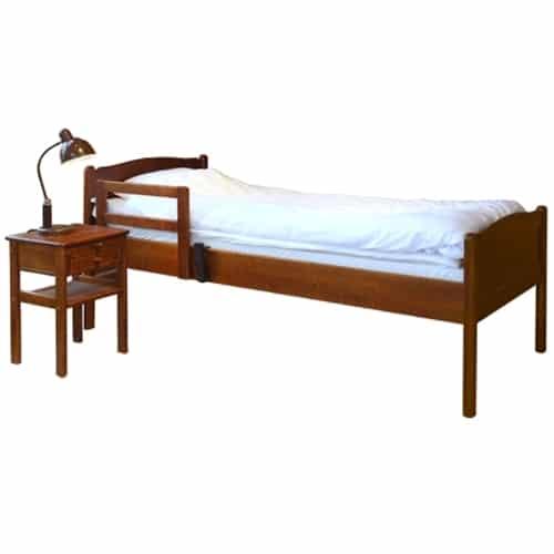 Kaino-sängyn mitoitus on suunniteltu ikääntyvien tarpeita täyttämään. Sängyn laita on riittävän korkea ja siihen voidaan kiinnittää nousutuki tai jopa turvalaita nukkujan suojaksi. Sängyn sälepohja varmistaa patjan tuulettumisen alakautta. Vaihtoehtoisesti Kaino-sänky voidaan varustaa Ergon-pohjamekanismilla.