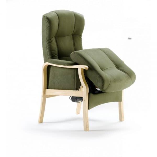 Kippis-nousuaputuoliin on helppo istuutua ja helppo nousta. Muotoon valetut tyynyt takaavat hyvän istuma-asennon, jota täydentää sähkökäyttöinen selän kallistus. Myös sähkön avulla toimiva nousuapumekanismi auttaa tuolista noustessa tai istuutuessa kallistamalla istuinosaa.
