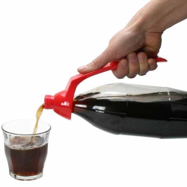 Easy2Hold juomapullonkaadin Avuksi, kun puristusvoima ei riitä tai ote ei pidä Easy2Hold on patentoitu, ergonominen juomapullonkaadin, joka sopii isoihin muovipulloihin.