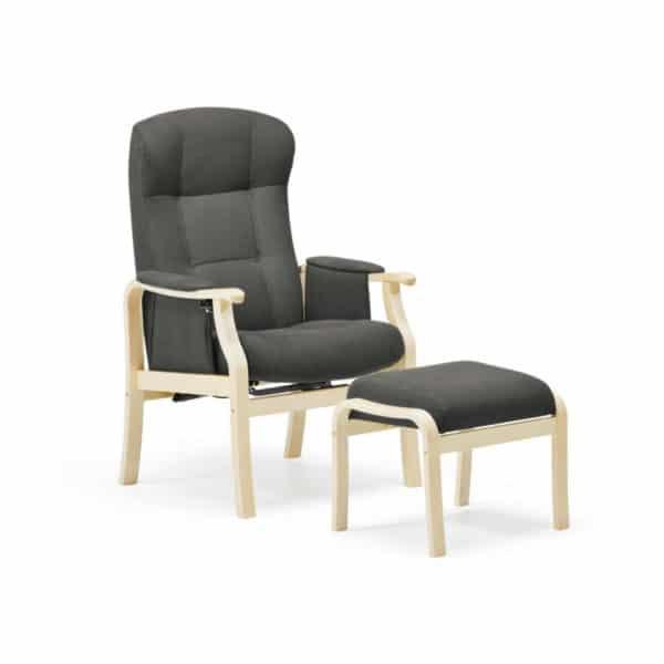 Nojatuoli Kippis seniorille nopealla toimitusajalla, kankaan väri tumman harmaa grafiitti ja puun väri on koivu. Monen mielestä paras seniorituoli - kaunis ja toimiva.