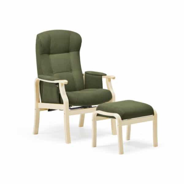 Nojatuoli Kippis seniorille nopealla toimituksella, kankaan väri on oliivi ja puun väri on koivu. Suosituin seniorituoli - kaunis ja toimiva.