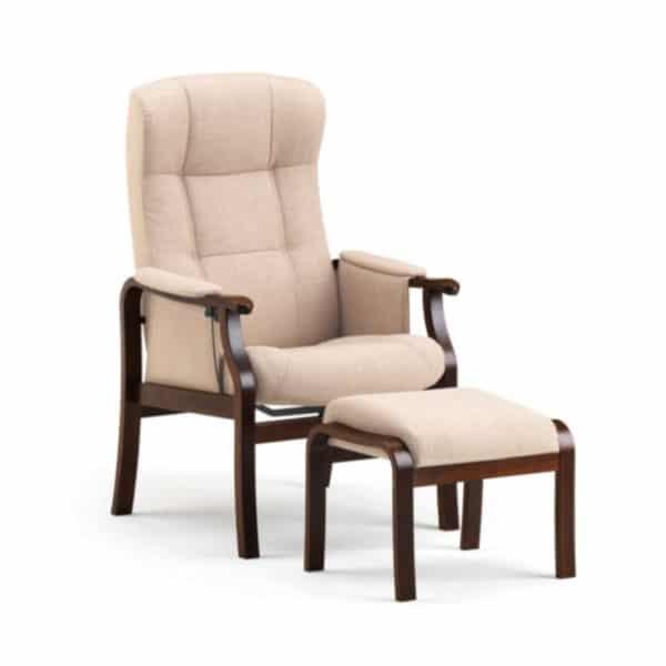 kippis nojatuoli seniorille nopealla toimituksella kankaan väri on sand ja puun väri on tumma tammi. Suosituin seniorituoli - kaunis ja toimiva.