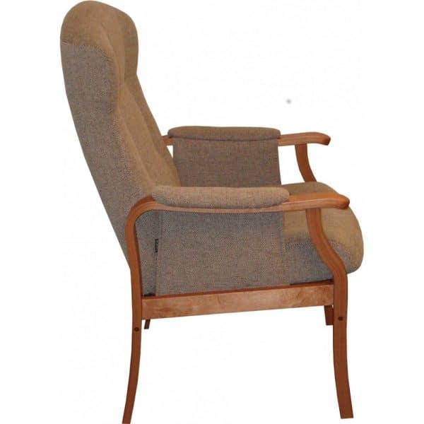 Pikku-Kippis nojatuoli on ryhdikäs ja tukeva tuoli istua. Mahdollisuus sopivaan istuinkorkeuteen ja muotoillut tyynyt takaavat hyvän istuma-asennon. Käsin säädettävä kaasujousimekanismi kallistaa selkää portaattomasti. Riittävän eteen tulevat käsinojat helpottavat tuolista nousemista. Tuoli on valmistettu EU:n alueella.