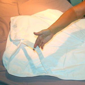 patjansuojus Comfortnights suojaa patjaa, nesteenpitävä, kuminauhat kulmissa, pysyy hyvin paikallaan.