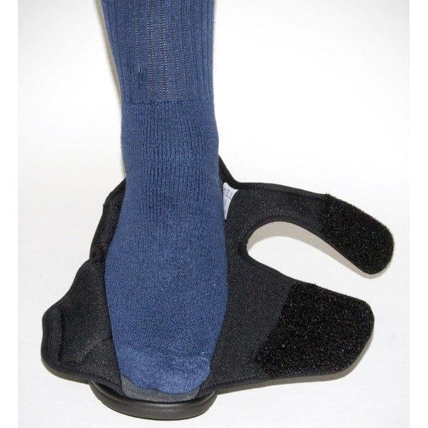 Erityiskenkä Pirka seniorikenkä on tukeva jalassa ja helppo pukea tarrakiinnityksen ansiosta. Kenkä aukeaa kokonaan ja sen voi säätää, kuten haluaa.