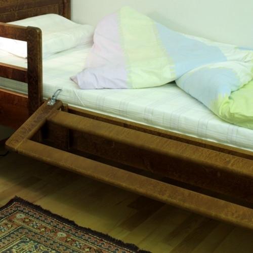 Turvalaita Kaino on nukkujan suojana öisin estäen sängystä putoamisen ja pävisin sen voi laskea tarvittaessa alas.