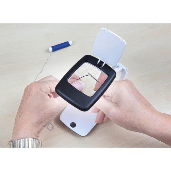 Suurennuslasi, pocket pöytämalli, litteä taskussa, avatttuna käteväpäytämalli led-valo