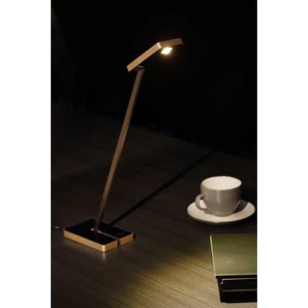 Tyylikäs, pienen alueen erittäin tehokkaasti valaiseva, vähän virtaa kuluttava LED –valaisin. Beta valaisin on kevyt, tukeva ja helposti sijoitettava.