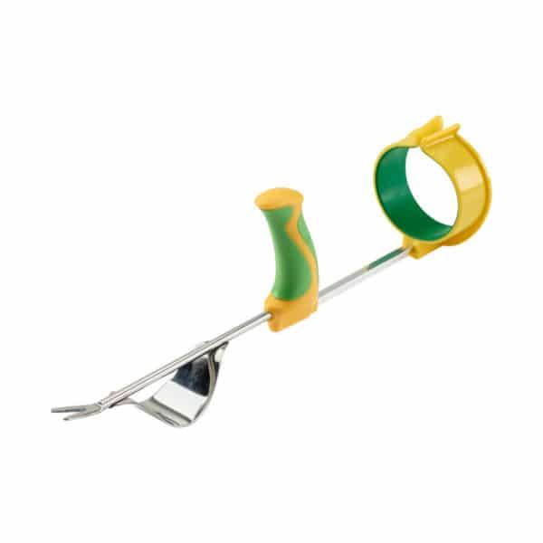 Easi-Grip puutarhatyokalujen käsivarsituki Easi-Grip PGT-AS liitettynä rikkaruohon kitkemistyökaluun. Sopii lisävarusteen kaikkkiin Easi-Grip puutarhatyökaluihin. Lisää voimaa heikoista käsivoimista kärsiville.