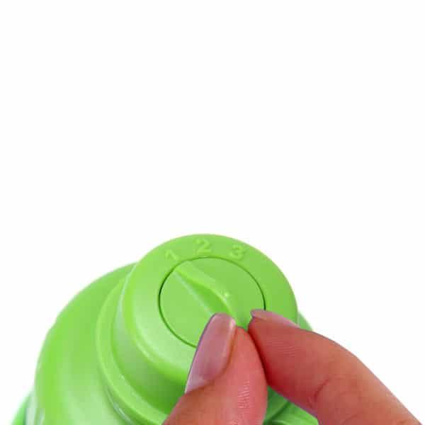 Juomapullo watertracker jjuomamäärän seuranta. Kolme täyttöä päivässä on optimaalinen määrä.