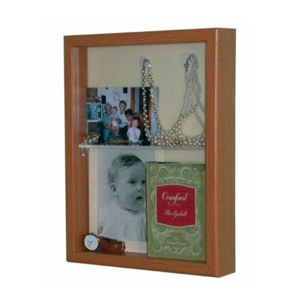 Taulu muistoille,taulun sisälle voi laittaa kuvia muistisairaan muistia virkistämään.