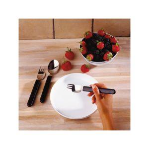 Veitsi-haarukka sekälusikka on muotoiltu niin, että syöminen onnistuu yhdellä kädellä.