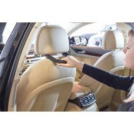 Pitokahva autosta poistumisen avuksi, laitetaan etupenkin niskatukeen kiinni, jolloin takapenkiltä noustessa siitä saa tukevan otteen.