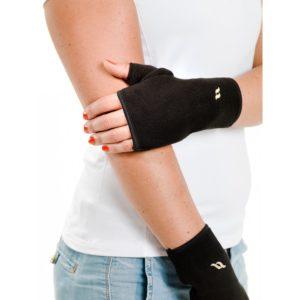 Fleecerannesuojat, jotka jättävät sormet vapaiksi lämmittäen sormien alanivelet ja ranteen.