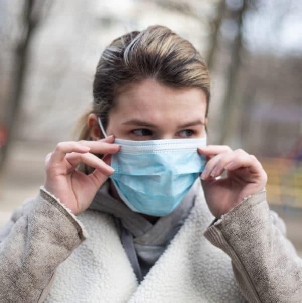 Hengityssuojain korvalenkeillä,kasvomaski, kuitukangasta, suojaa hengitysteitä bakteereilta, pölyltä, roskilta.