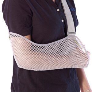 Kantoside kädelle verkkokankainen tukipussi, jossa pehmustettu hihna niskan taakse. Kättä voi lepuuttaa pitämällä sitä kantositeessä.