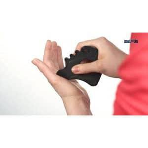 Kalvohierontaväline Mutjutin Original. Muovista valmistetttu lihaskalvojen hierontaan tarkoitettu työkalu, jolla pyyhkimällä, painamalla tai nytkyttäen voi hieroa lihaskalvoja.