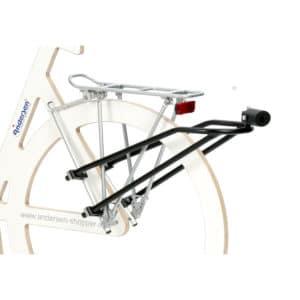Kiinnityskappale polkupyörään ostoskärrylle lukollinen. Kiinnityskappale polkupyörään silloin kun ostoskärryä vedetään polkupyörän perässä.