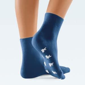 Lampösukat ClimaCare lämmittävät kylmiä jalkoja, pohjassa liukuesteet.
